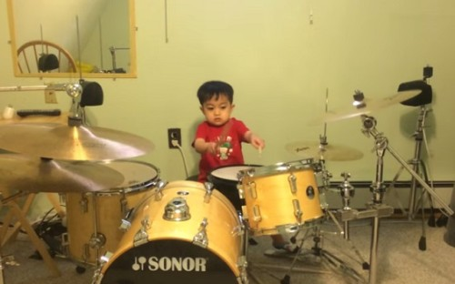 This 3-year-old Kid Is Indeed A Great Drummer. On His Early Age, How Can He Do it? I'm Very Impressed!