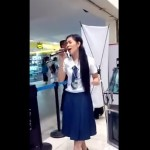 This Student Mall Goer Sings Through a Videoki But When She Starts Singing! OMG! What a Voice!
