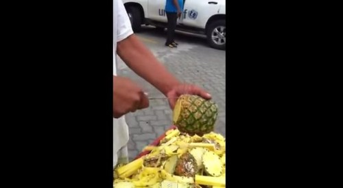 You Won't Believe How This Guy Peel a Pineapple In Just 50 Seconds Clean & Easy! I'm Impressed!