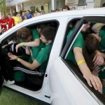 40 Students Huddle to Fit Inside a Car