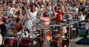 1, 000 Musicians Altogether Play 'Learn to Fly' by Foo Fighters