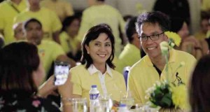 Rep. Leni Robredo Agrees to Run as Mar Roxas' Vice President in 2016