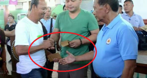 Vice Pres. Binay Caught on Camera Giving Out Tiny Envelopes Containing P500.00
