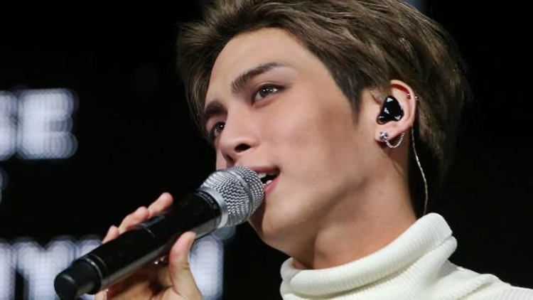 shinee 39 s kim jong hyun dies at 27 by allegedly taking his own life. Black Bedroom Furniture Sets. Home Design Ideas