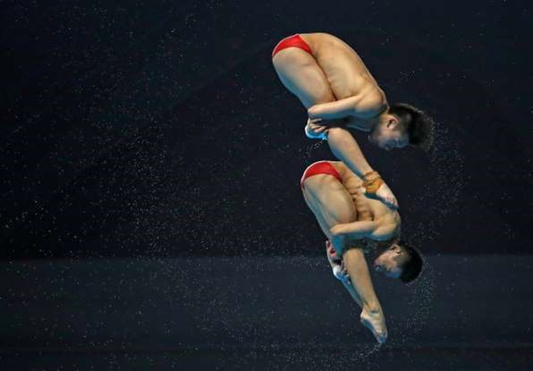 Chen Aisan and Yang Hao of China in Men's Synchronized 10m Platform Diving