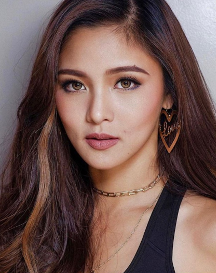 69544b985b Who Asked Kim Chiu To Leave Her Seat During Miss Granny Premiere