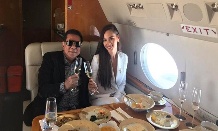 CHAVIT SINGSON with Catriona gray