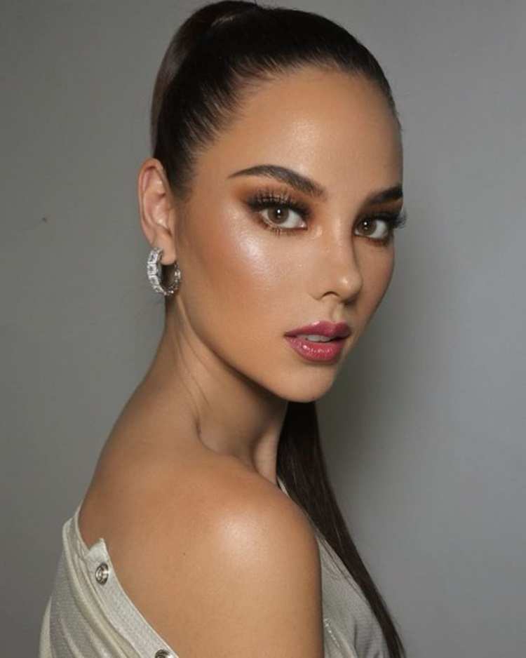 Catriona Gray reacts to Tyra Banks