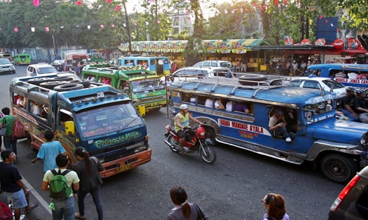 Christmas Jeepney.Jeepney Drivers Gets Christmas Surprise From Police Officers