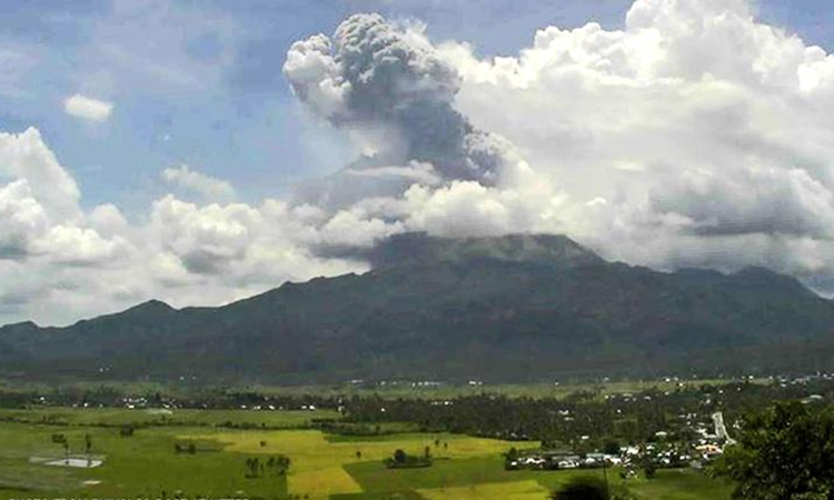 Bulusan-volcano-eruption