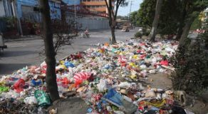 Massive Amount of Garbage Spotted Scattered Along Streets of Caloocan