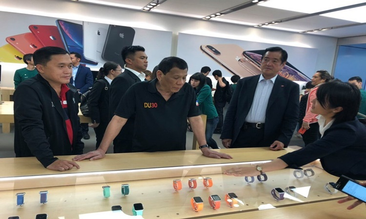 Duterte-shopping-in-Japan