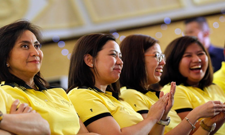 Robredo-Sisters-and-Leni-1