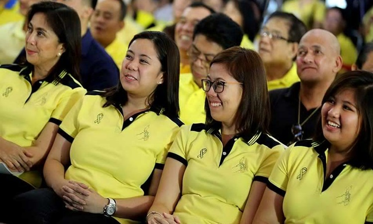 Robredo-Sisters-and-Leni