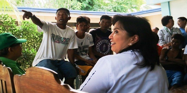 Leni Robredo with Fishermen