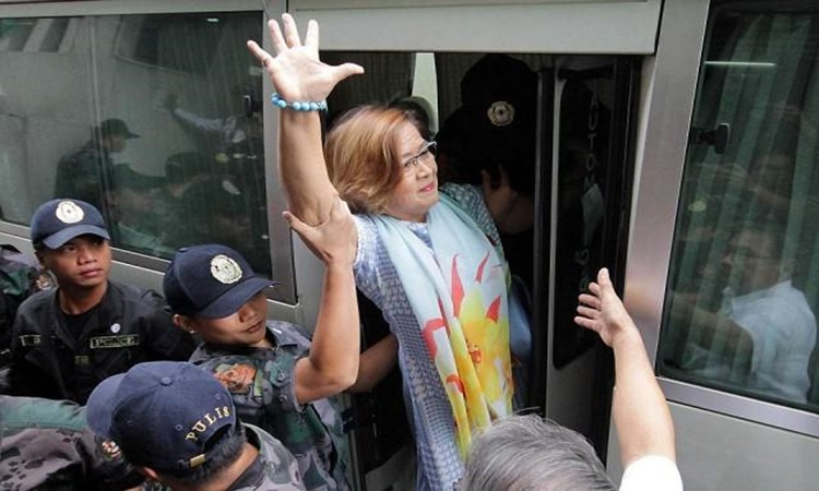 Leila-De-lima-visits-mother-1