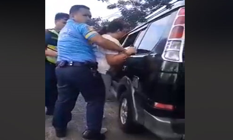 Raging-Woman-Police-Officer