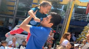 PHOTOS: Vico Sotto Hands Out Christmas Gifts To Pasig Kids