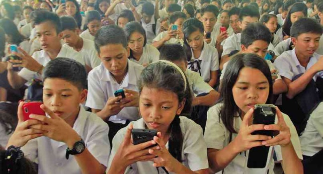 Phone Ban Proposal In School For Students 15 Years Old And Below