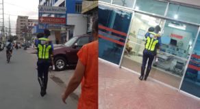 Kind-Hearted MMDA Officer Carries A Sick Child to the Hospital Goes Viral