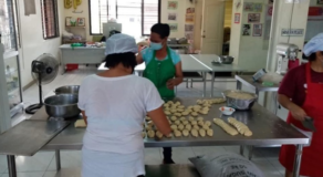 Bakeries Sell Pandesal At P1 Each In Navotas City