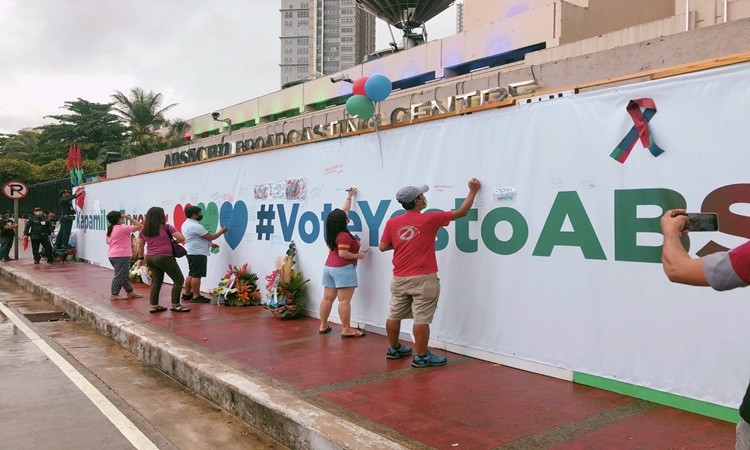 ABS-CBN-Freedom-wall-9