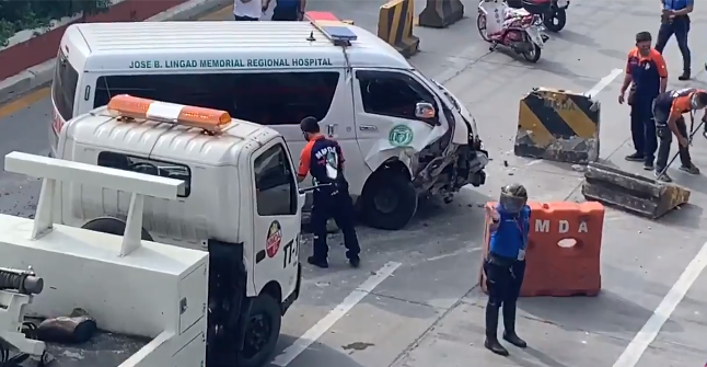Ambulance Crashes Into Concrete Barrier In EDSA - VIDEO