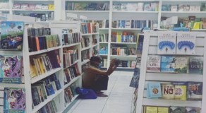 Homeless Man Spotted Reading Books Inside Mall in Muntinlupa Earn Praise Online