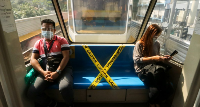 1-Meter Distance In Public Transport To Remain Until Duterte Says So
