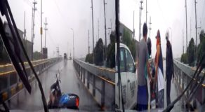 Heartwarming Video of Kind Motorists Helping Motorcycle Rider During Accident Earn Praises Online